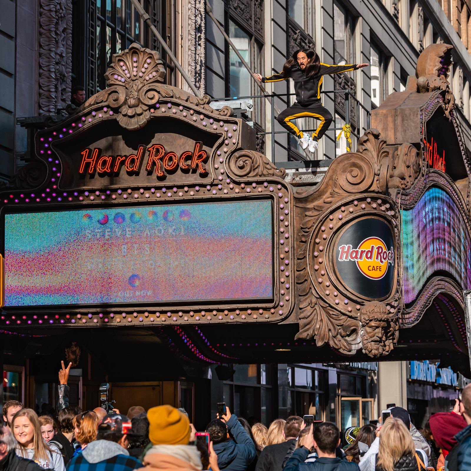 #aokijump #951. The #NeonFuture3 Eve Time Square Jump. Hard Rock NYC. November 8, 2018. #wasteitonme #btsarmyb https://t.co/RIgqeS9Blu
