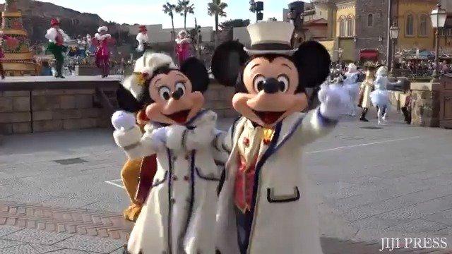 東京ディズニーシーのクリスマスショー「イッツ・クリスマスタイム!」です。ロングバージョン→https://t.co/loumZaWmy5  #ディズニー #TDR #ミッキー https://t.co/y2EnS51WuK