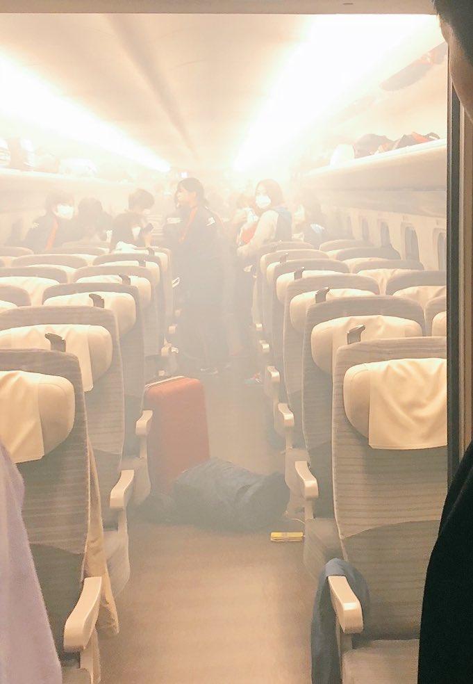東北新幹線の車内でモバイルバッテリーの発煙トラブルの現場画像