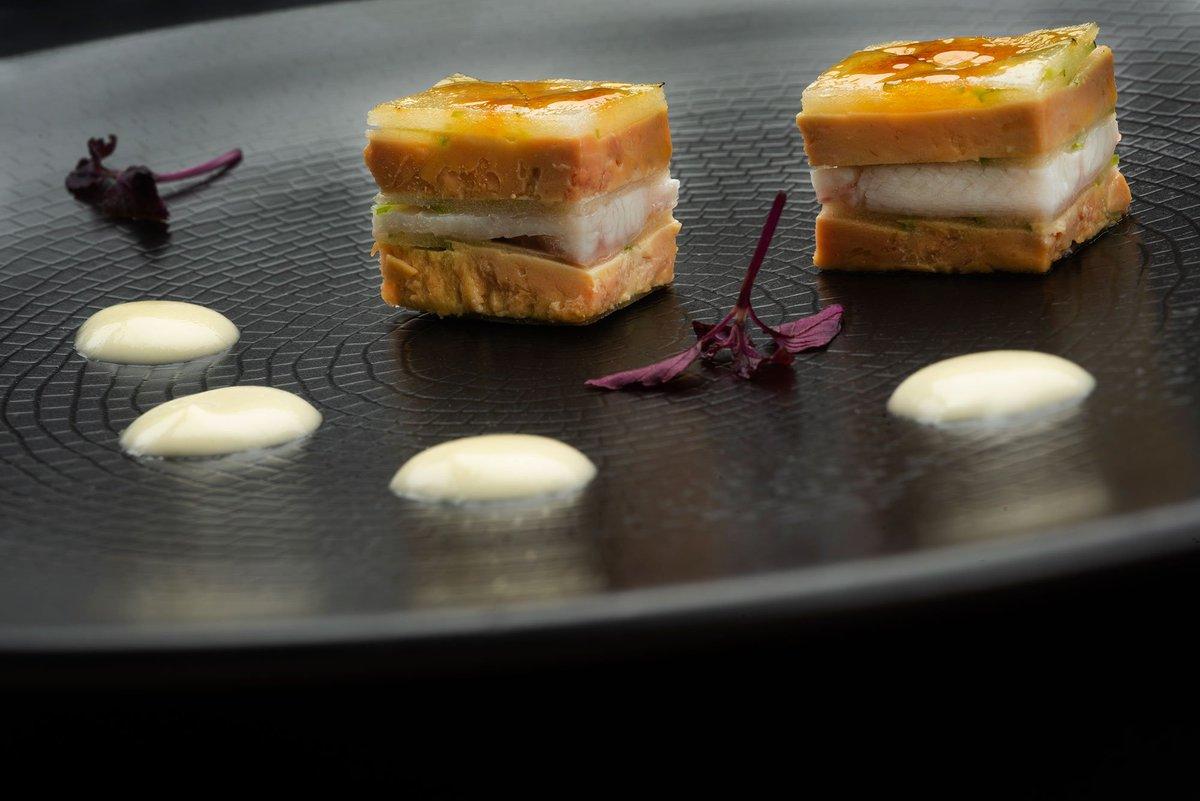 Milhojas caramelizado de foie gras, anguila ahumada, cebolleta y manzana Martin Berasategui elabora la receta de alta cocina Milhojas caramelizado de foie gras, anguila ahumada, cebolleta y manzana ¿te atreves? https://t.co/xtdbXgLl6O #cocina #recetas