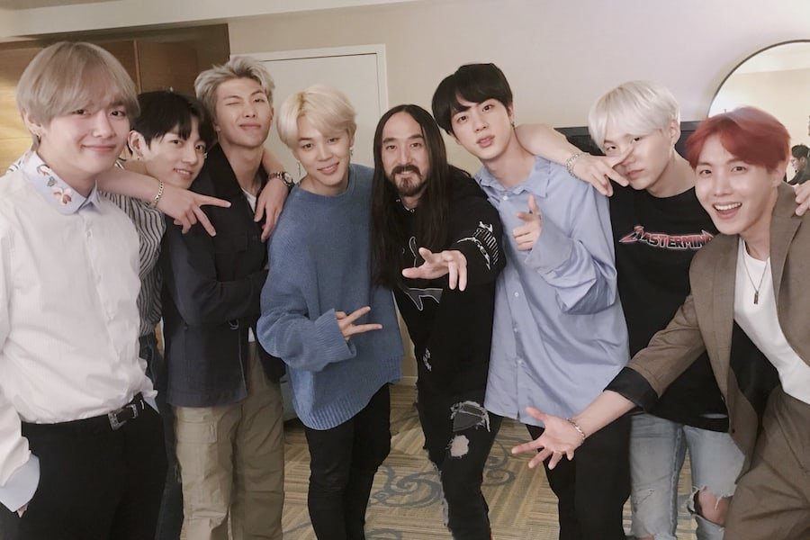 .@steveaoki stages spectacular launch from #HardRock NYC for his new Album #NeonFuture3 ft. his smash hit 'Waste It On Me' with @BTS_twt! 🎧🍎💿🔥🔥🥰#SteveAoki #aokijump #wasteitonme #BTS #btsarmyb facebook.com/worldmusicawar…