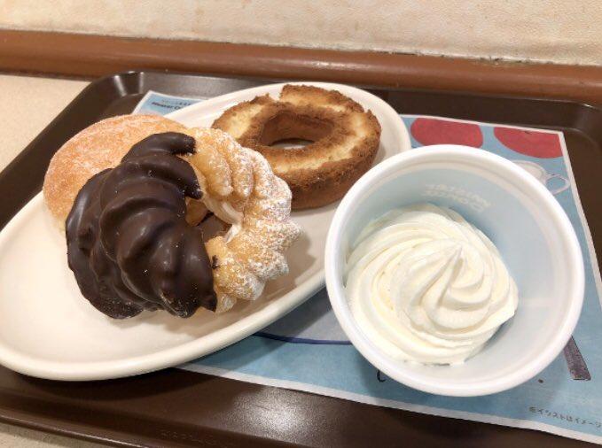 【ミスドの裏技】 一部の店舗では30円で「ホイップクリーム追加」を注文でき、オールドファッションクリームなど、特製のドーナツを食べることができる✨
