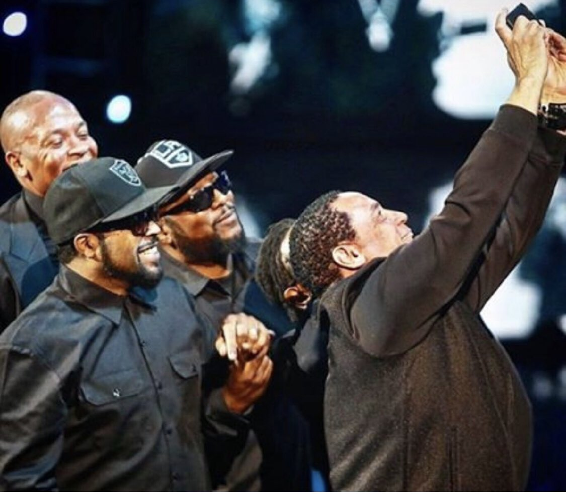 #FlashbackFriday Rock n Roll hall of fame ceremony in NYC 2016, we were all smiles that night. <br>http://pic.twitter.com/soFMehOi1L