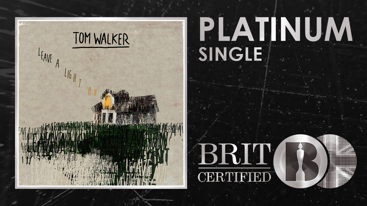 💡 Congratulations @IamTomWalker who has earned his first ever #BRITcertified Platinum selling single with Leave A Light On! 🇬🇧💿