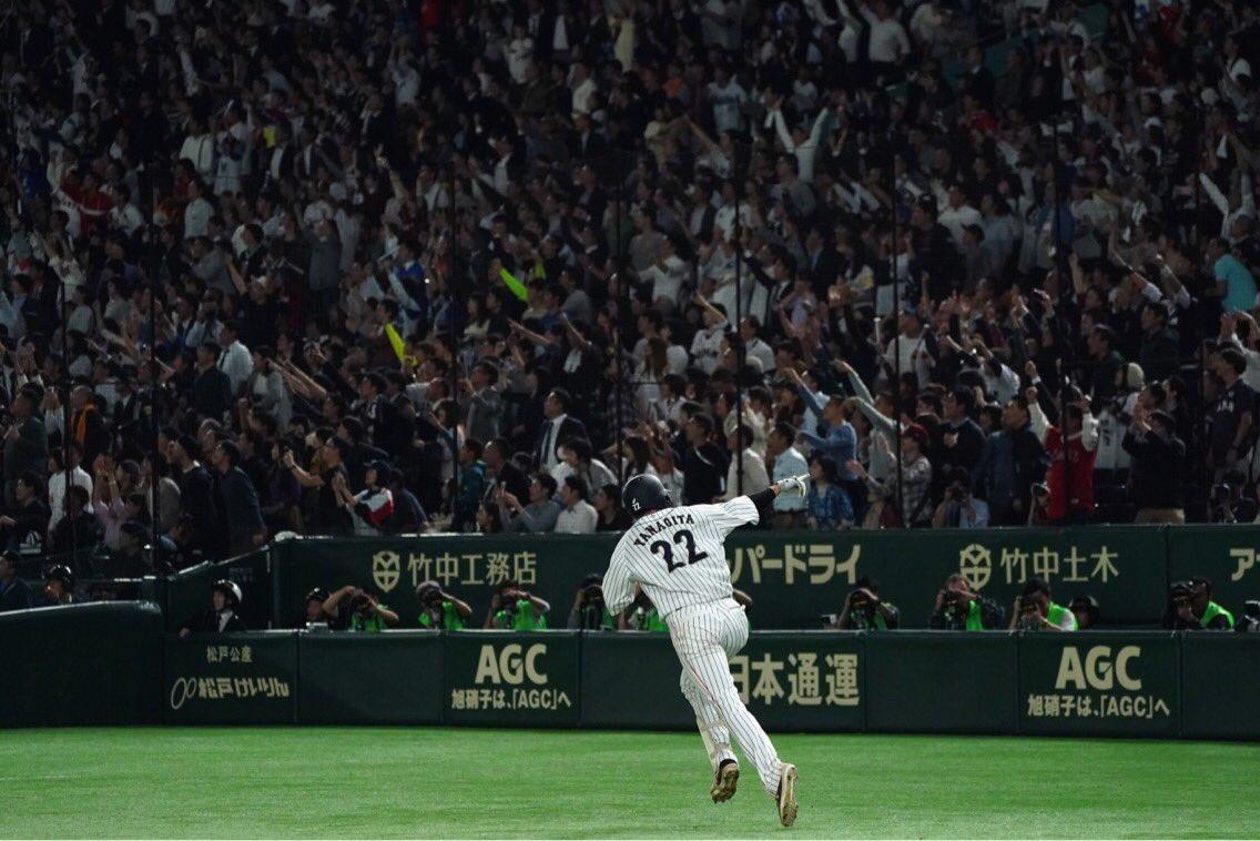 今日の試合が劇的すぎたので、ヒーローの写真をもう一度載せます!#侍ジャパン #柳田悠岐