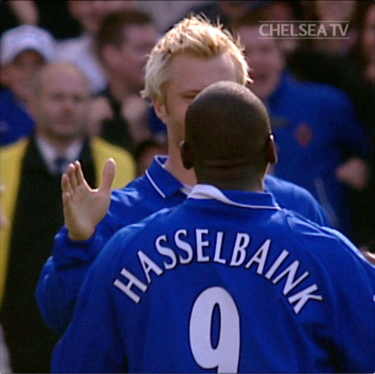 Everton up next for the Blues! How about this audacious chip by Jimmy Floyd Hasselbaink in 2002!! 👏 #FlashbackFriday