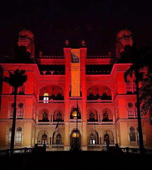 Castelo da @fiocruz recebe iluminação especial para o Dia Mundial do HTLV (10/11) https://t.co/3VnJCHqjcc