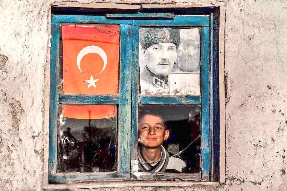 RT @bilimarsivi: Dünyanın en güzel fotoğrafı olabilir... #10Kasım https://t.co/YDy0NLasON
