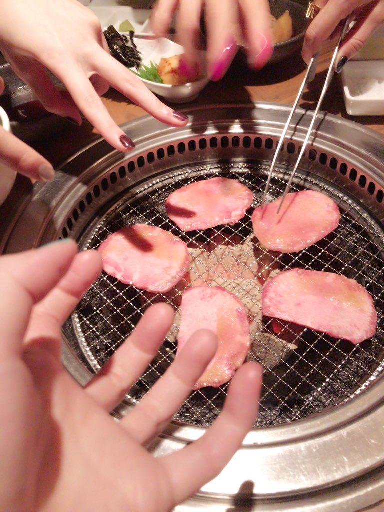 日本が今何時かは分からないけど「Vier」の打ち上げ写真載せておきますね。安定の焼肉。  #凄いぞRoselia https://…