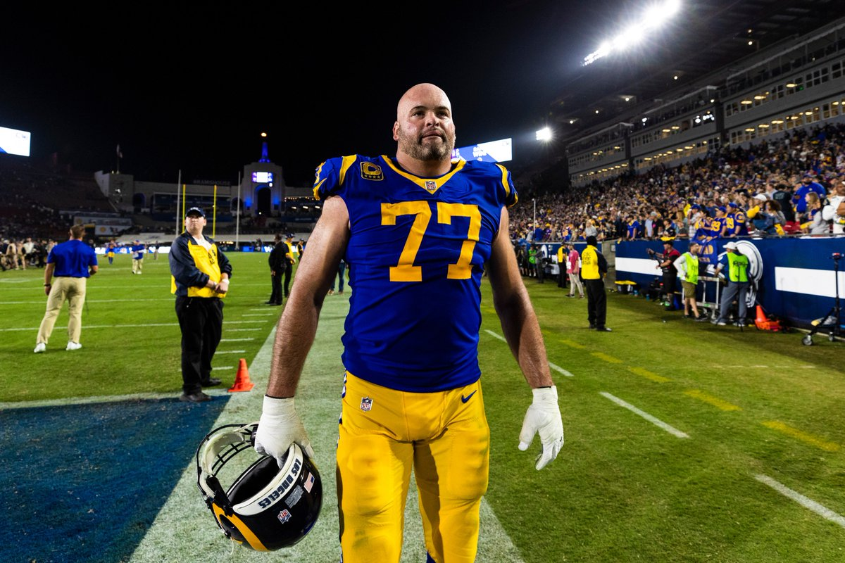 Rams' Andrew Whitworth is donating his paycheck to the #ThousandOaks shooting victims 🙏  ➡️ https://t.co/IfR3BNxpEE