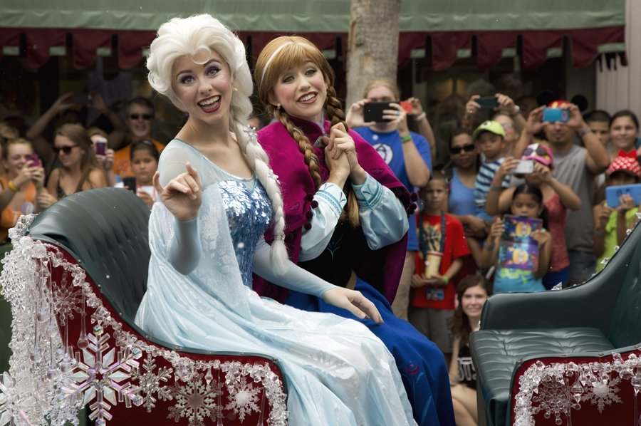 History At Disney On Twitter Anna And Elsas Royal Welcome Parade
