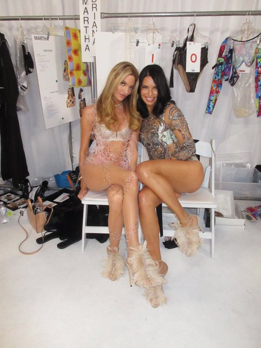 Victoria's Secret Fashion Show  DrllphIUwAALC7V