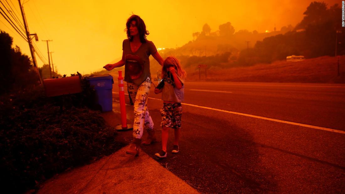 ÚLTIMA HORA Ya son 6 los muertos por el incendio Camp en California  https://t.co/iDFpKcXKiH https://t.co/YROwMqUlkd