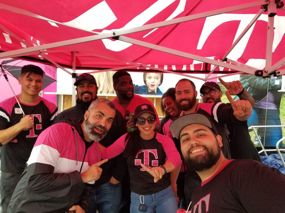 The Panama City team of volunteers are still running strong! #850Strong that is! #WeWontStop #PanamaCity #TMobile #WFLCobras #SEPowerOfLove<br>http://pic.twitter.com/1mY8XRDAt6