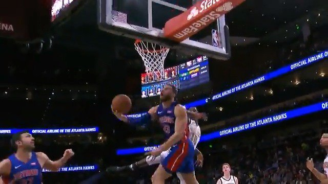Blake Griffin hangs and spins it off the glass!  #DetroitBasketball 101 #TrueToAtlanta 77 https://t.co/Tr1HitKY6k