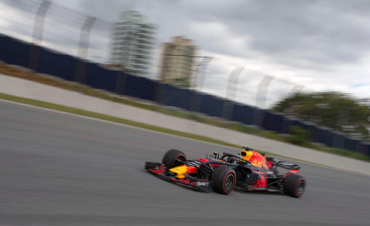 Líder do TL1, Verstappen teve vazamento de óleo; Ricciardo espera ter bom fim de semana https://t.co/YM5iV0U2SB