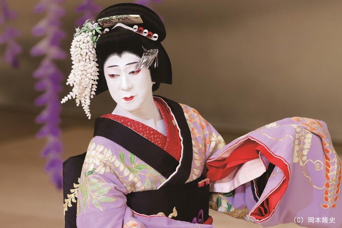 美少女VTuberの中身がおっさんで、おっさんがそれに対してキャーキャーしているのが「世も末」だというお声がありますが、歌舞伎でもおっさんが女装して、おっさんにキャーキャーされるので昔からの伝統だということは言っておきます
