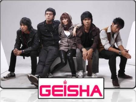 Sudah dengar single terbaru @geishaindonesia Kembali Pulang I-Listeners? Enak Dan baru dirilis tanggal 9 November kemarin. Sementara Sendiri - #10lagukeren #SenandungCinta @meryshachandra Photo