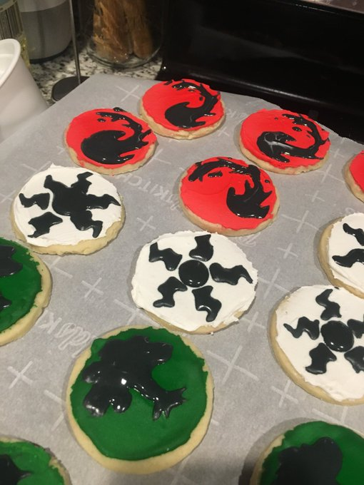 I made #magicthegathering cookies #MtG turns out royal icing is hard! @wizards_magic Foto