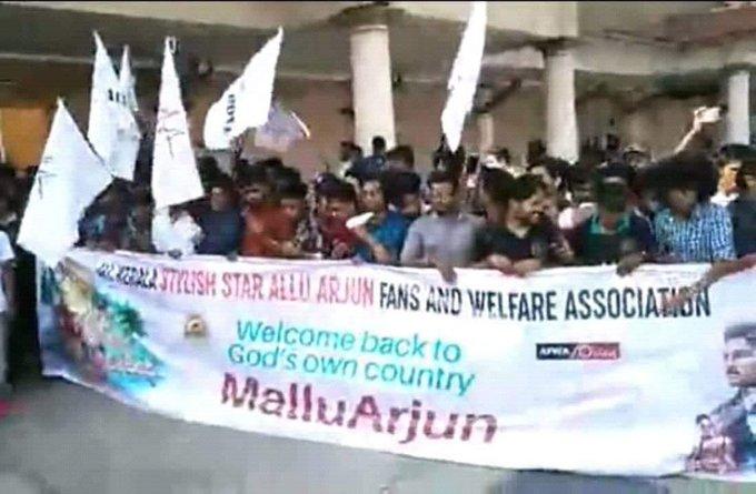 Kerala Fans warm welcome to Stylish Star @alluarjun #AlluSnehaReddy in Kochi Airport #AlluArjunAsGuestOfHonorAtNTBR Photo