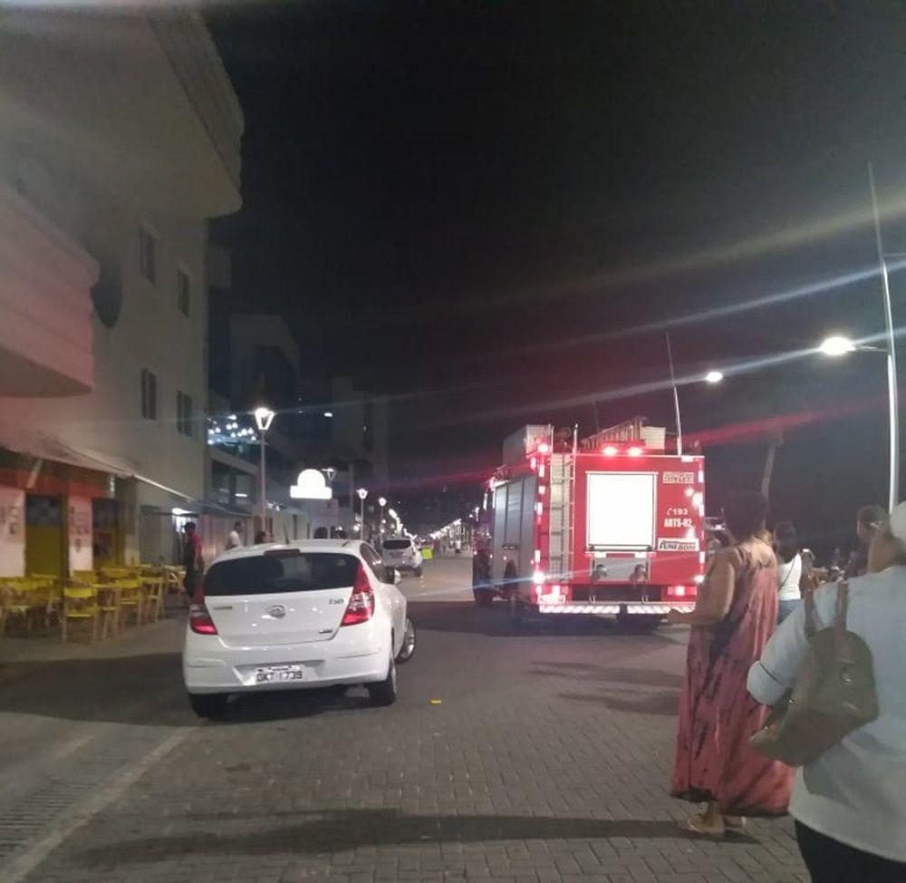 Edifício Oceania é atingido por incêndio na Barra https://t.co/JjYpv0aztC