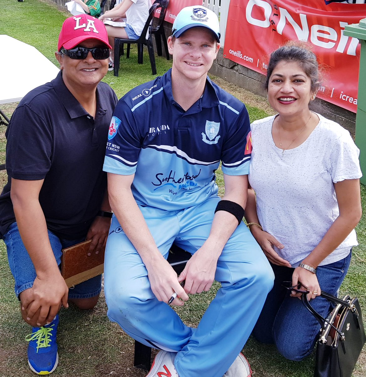 With Steve Smith #cricket #coogeeoval club cricket #stevesmith #randwickpetersham<br>http://pic.twitter.com/i3i4ZcPd8B