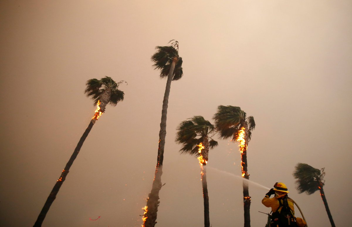 California's wildfire crisis is serious. At least nine dead; many missing; the town of Paradise in ruins; Hollywood stars fleeing Malibu; university students sheltering on campus. https://t.co/cwhS5yDjyE 📷 @Reuters