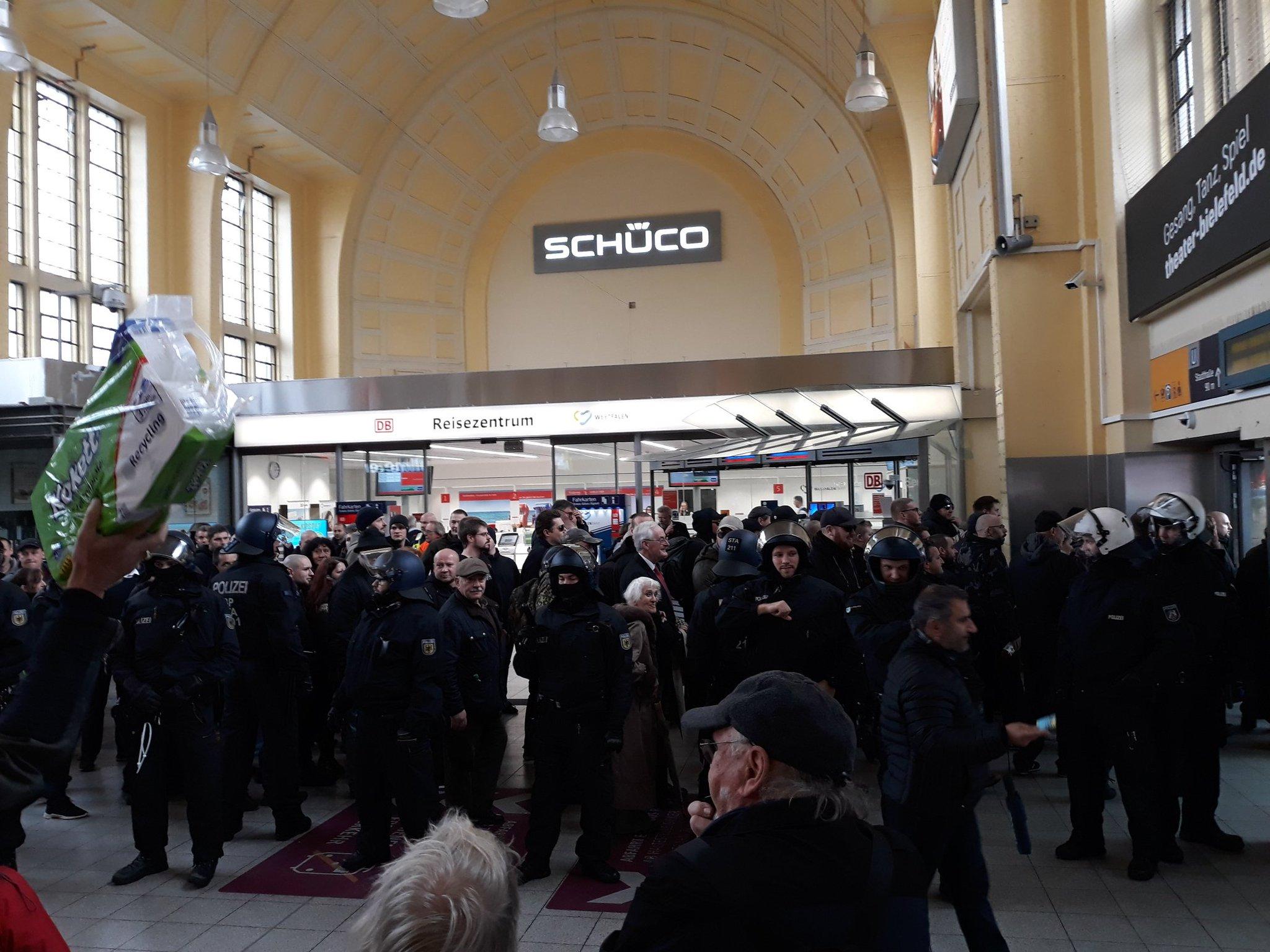10 November: Bielefeld Hauptbahnhof, 13.00 Uhr! Dro_wLDXcAAB4ei