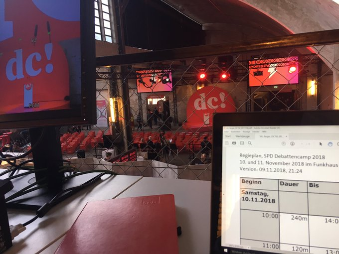 Regie ist startklar für spannende Debatten! Um Uhr geht's los: 60 Panels, 10 Stages, 90 Speaker*innen auf dem #Debattencamp. Alles live im Stream. #SPDDC ✌️ Foto