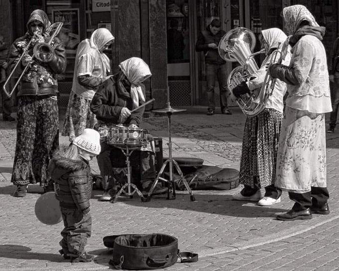 La musica non ha sesso, età, nazione, religione ! #ScrivoArte #ScrivoDiMusica Foto
