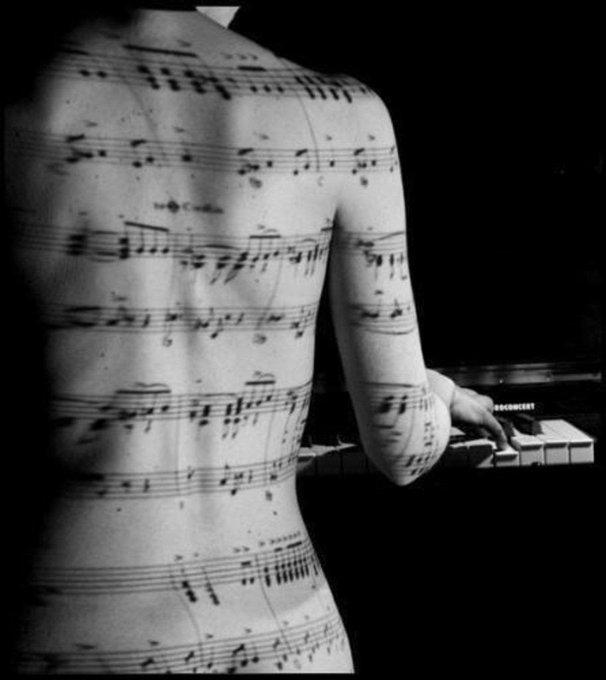 #ScrivoDiMusica Tra i piaceri della vita, la musica è seconda solo all'amore. Ma l'amore stesso è musica.🎶 -Aleksandr Pushkin - Foto