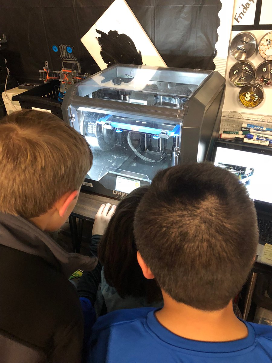 Watching a printing during after school LEAP ⁦@BTCS_Hay⁩ ⁦@GEAdditive⁩ #makingisawesome #kidsmaking #3Dprinting<br>http://pic.twitter.com/oO9l6lpN0g