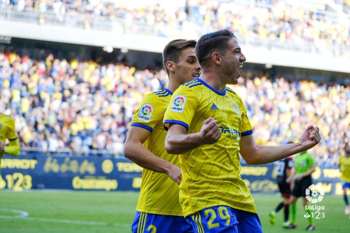 FINAL #CádizReus 2-0  ¡El @Cadiz_CF prolonga su buena racha y firma su tercera victoria consecutiva en #LaLiga123! 🌟 https://t.co/5smbSs0qD5