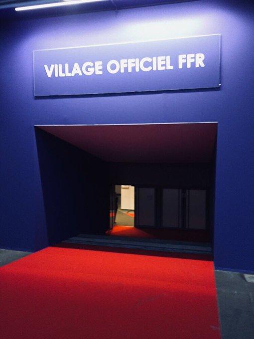 Le calme avant la tempête @AgenceEventeam prêt à accueillir ses clients au Village @FFRugby pour #FRAAFS #standingemotion Photo