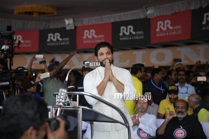 Stylish Star @alluarjun flagged off 66th Nehru trophy boat race in Kerala and Thanked KERALA Govt For Inviting Him as Guest of Honour to Flag off the Prestigious NEHRU Trophy Boat Race. You Deserve It Bunny.🤗❤ #MalluArjun #AlluArjunAsGuestOfHonorAtNTBR Photo