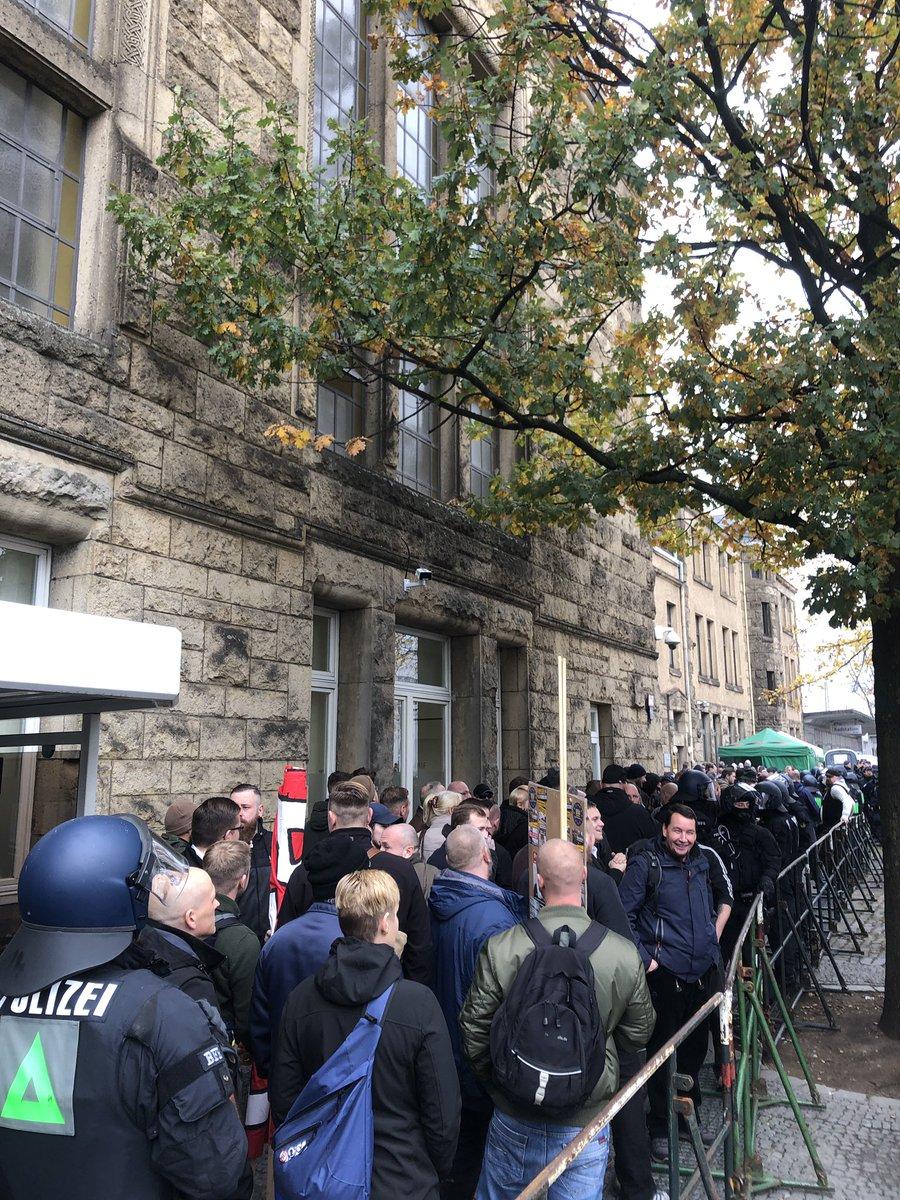 10 November: Bielefeld Hauptbahnhof, 13.00 Uhr! DrpAPfOWsAEgBpR