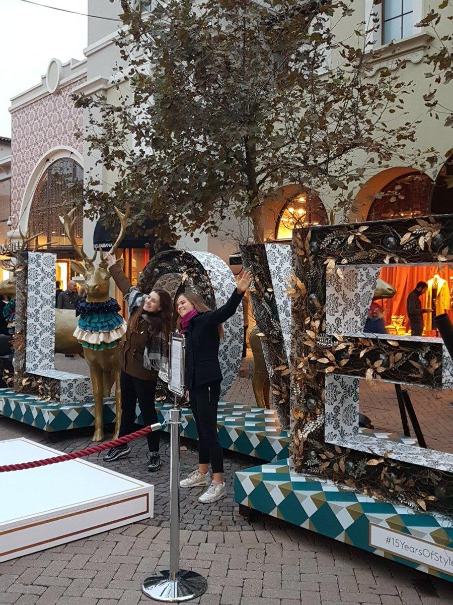 Tra poco la magia del #Natale arriverà al Villaggio, la nostra Madrina accenderà le luci in tutto il #FidenzaVillage! Non mancate 🎄🎄 https://t.co/lTox4X9j6X