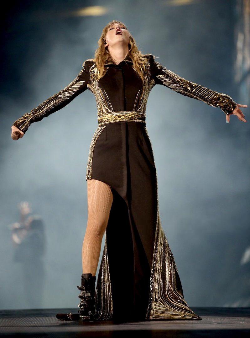 Taylor Swift Polls Twitterissa Which Tour Outfit Vote Below Taylorswift Swifties 1989worldtour Reputationstadiumtour Welcometonewyork Dontblameme Https T Co Urikchnjrd