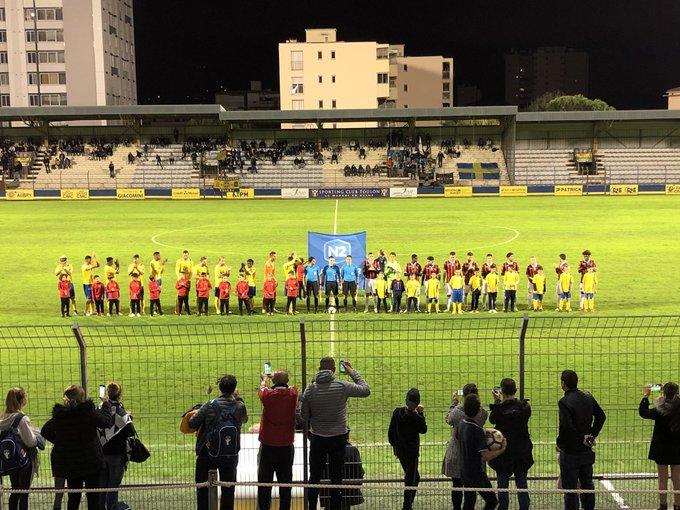 Les joueurs sont sur le terrain @sportingtoulon vs @ogcnice #national2 #toulon Photo