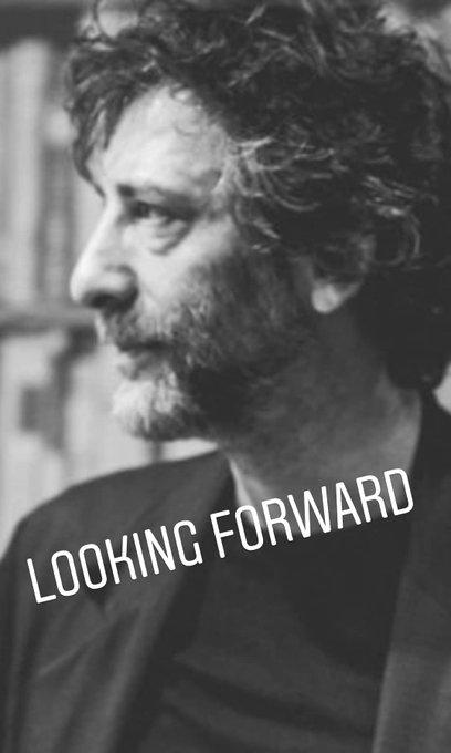 Happy Birthday to the amazing writer Neil Gaiman,   (Tá tendo overposting sim)