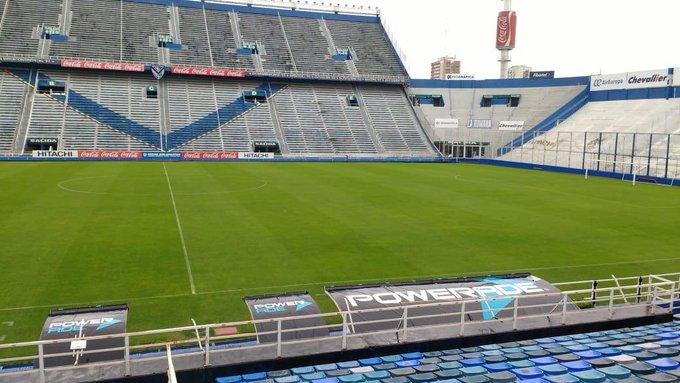 Un día de lluvia más en el Estadio José Amalfitani. 💙 📷: @mtobalestrini Foto
