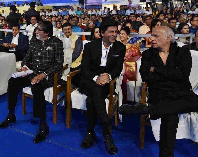 Snapshot: King Khan @iamsrk in a convesation with Director @MaheshNBhatt at 24th Kolkata Film Festival. #KIFF2018 #KolkatInternationalFilmFestival Photo