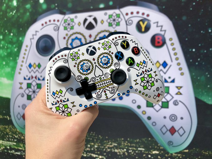 The perfect controller to celebrate #X018 in México City 🇲🇽 Join us live at 1pm Pacific / 3pm México City / 4pm Eastern / 9pm UK for a very special #InsideXbox Photo