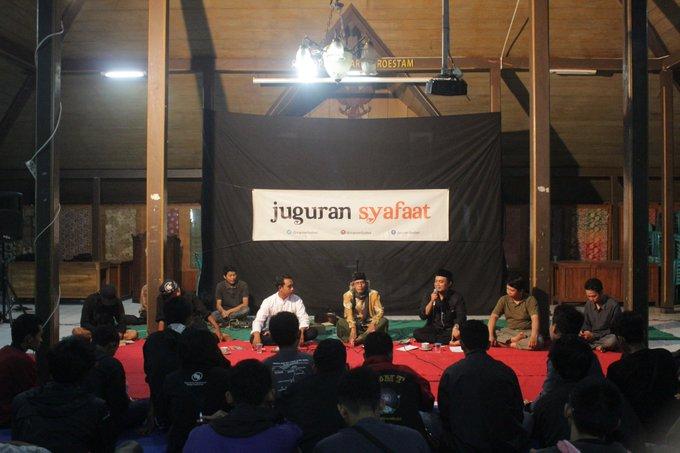 Pada sesi ketiga, Mas Agus hadir di Juguran Syafaat November 2018: DUNYA LA TARHAM setelah datang pada acara lain di Purbalingga #JSNov Photo