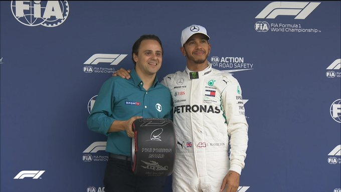 👏 @LewisHamilton collects his 10th Pirelli Pole Position Award of 2018 from @MassaFelipe19 #BrazilGP 🇧🇷 #F1 Photo
