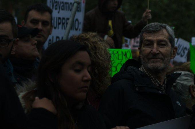 Junto a los colectivos y la gente en la concentración contra el #EscándaloSupremo. La Justicia no puede defender los intereses de las élites, con la vivienda no se juega. #YoVoy10N Foto