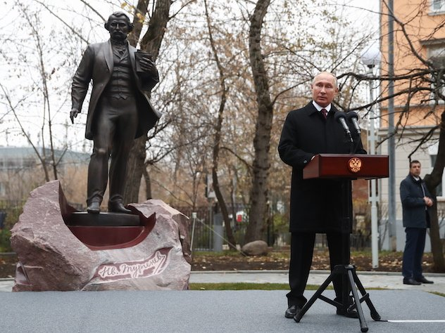 В Москве открыли первый памятник Ивану Тургеневу Фото