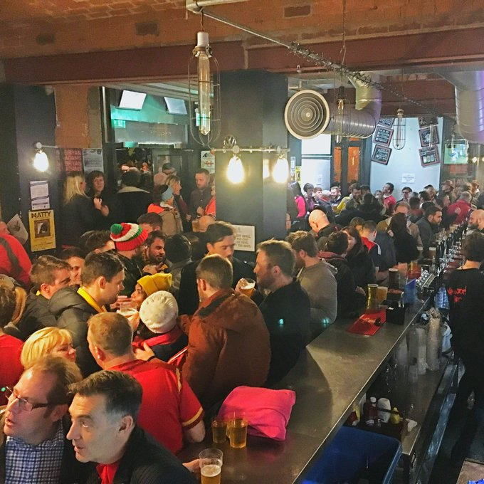 WAAAALES Packed to the rafters after the match. Wales fans celebrating and Australia fans drowning their sorrows. #WALvAUS 🏉🍻 Photo