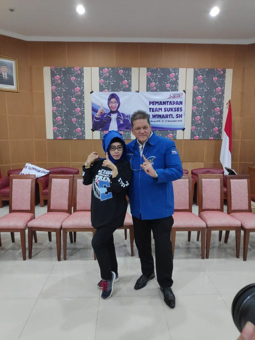 Silaturahmi dengan Hj. Endah Winarti, SH beserta warga pada tanggal 10 november pukul 23:30 di Wisma DPR RI Photo