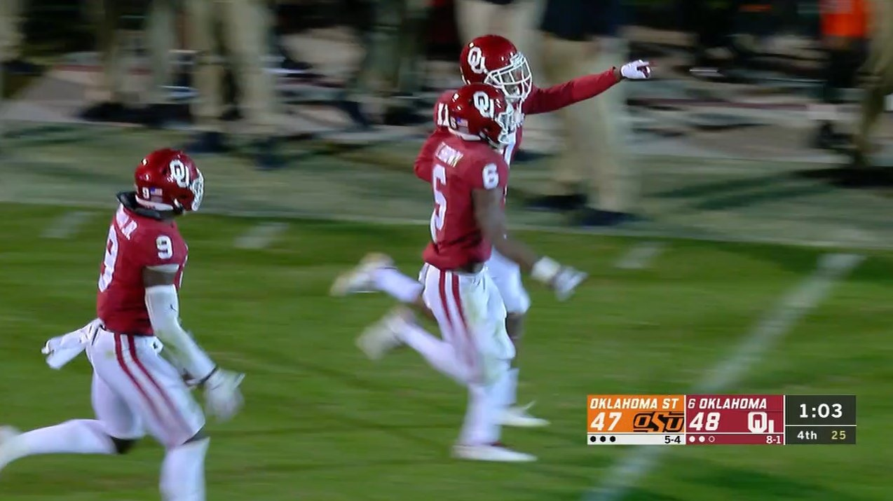 Oklahoma State had a shot to beat Oklahoma on a 2-point conversion.  Then this happened �� https://t.co/eF1cwgwWjT